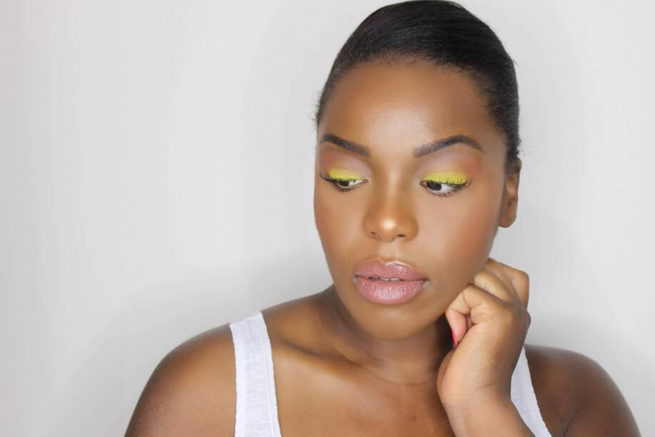 SUMMER MAKEUP YELLOW EYESHADOW